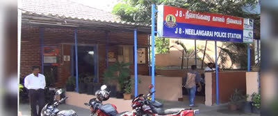 Two-robbers-snatch-money-purse-from-cycling-girl-in-Chennai